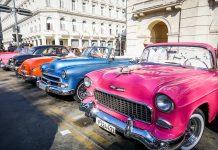 Detta är vad jag kallar ett färgglatt gäng bilar från 1950-talet.