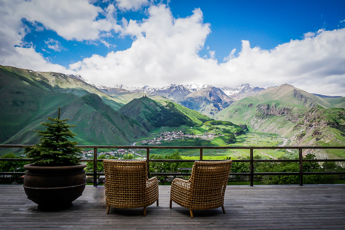 Rooms hotel kazbegi en p rla mitt i naturen ladies abroad for Design hotel kazbegi